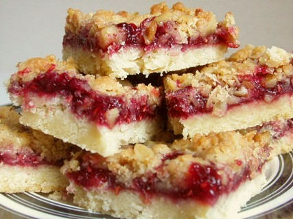 the domestic curator raspberry streusel bars. Black Bedroom Furniture Sets. Home Design Ideas